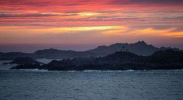 Sonnenuntergang Küste Norwegen. von Nico Boersma