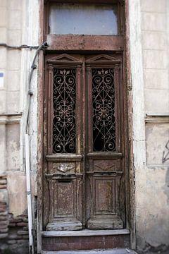 Alte braune Türen von Dick Carlier