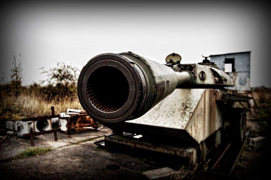 Tank  bij voormalige grensovergang West Duitsland - Duitse Democratische Republiek Helmstedt van Eus Driessen