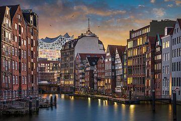 Nikolaifleet en Elbphilharmonie in Hamburg van Michael Abid