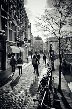 Straatfotografie in Utrecht. Utrecht ontwaakt in de februarizon op de Vismarkt.(Utrecht2019@40mm nr  van De Utrechtse Grachten