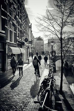 Utrecht ontwaakt in de februarizon op de Vismarkt.(Utrecht2019@40mm nr 51) van De Utrechtse Grachten
