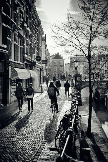 Straatfotografie in Utrecht. Utrecht ontwaakt in de februarizon op de Vismarkt.(Utrecht2019@40mm nr