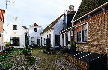 Der Hof in Den Burg auf Texel von Wim van der Geest