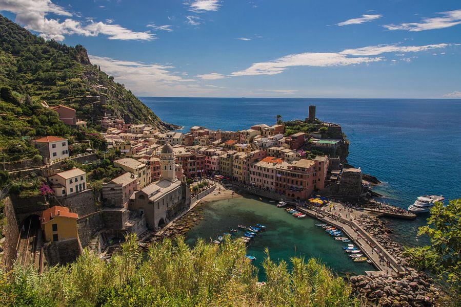 Vernazza uitgezoomd, Cinque Terre, Italie van Jeroen Nieuwenhoff