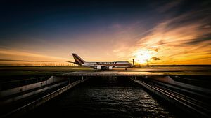 Zonsondergang Kalitta Air Boeing 747 taxiënd naar de Polderbaan van