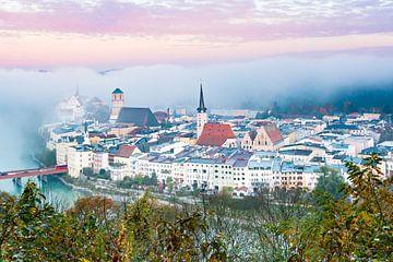 Wasserburg am Morgen im Nebel von