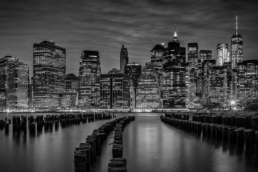 MANHATTAN Evening | monochroom van Melanie Viola