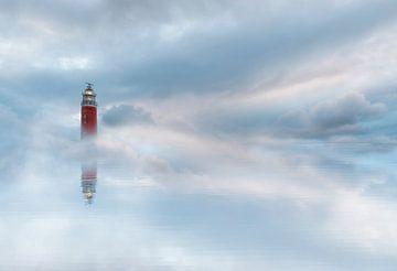 Leuchtturm in den Wolken von Lia Hulsbeek Brinkman