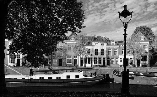 De Brede Haven van Den Bosch in zwart wit. van Jasper van de Gein Photography