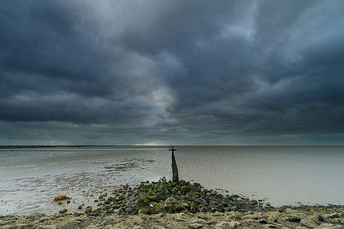 Storm en bewolking langs de kust van Menno Schaefer
