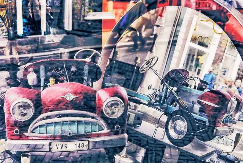 Blikvanger rode auto van Marly De Kok