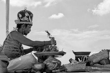 Balinese Priester van Brenda Reimers