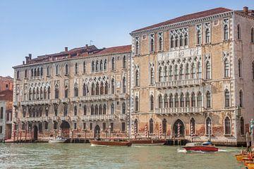 Paleizen in oude stad van Venetie, Italie van Joost Adriaanse
