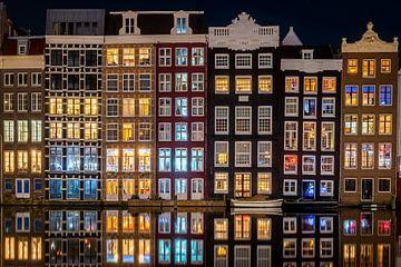 Abendreflexionen am Damrak Amsterdam von Thea.Photo