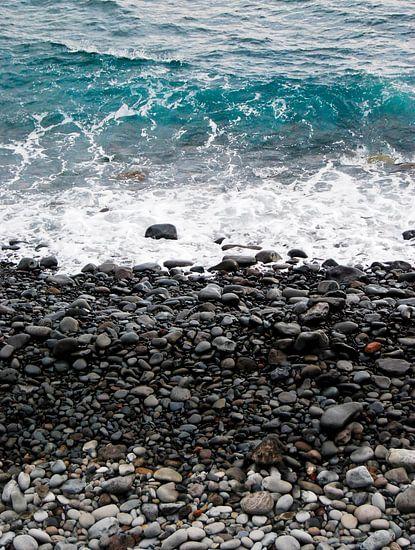 Kiezelstrand in Madeira van Ricardo Bouman | Fotografie