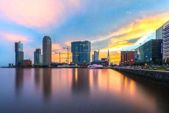 Rotterdam: Kop van Zuid tijdens zonsondergang