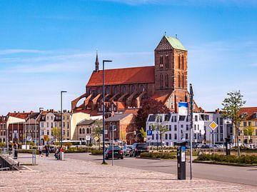 Nikolaikirche in der Altstadt von Wismar an der Ostsee von Animaflora PicsStock