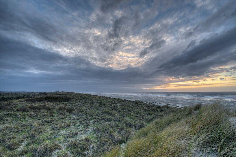 Zonsondergang op het eiland Terschelling van Tonko Oosterink