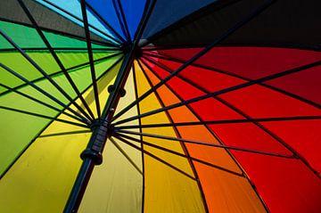 Onder kleurrijke paraplu van Judith Spanbroek-van den Broek
