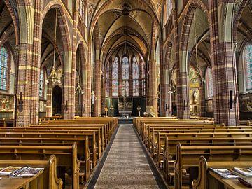 Interieur van een rooms katholieke kerk van Edwin Butter