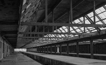 Verlassene Station von Manon Zandt