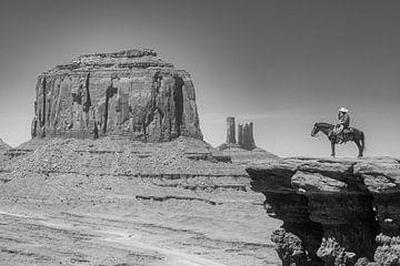 Cowboy auf einem Pferd im Monument Valley von Gerard Van Delft