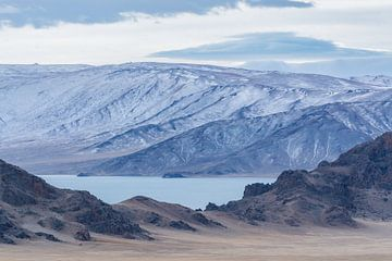 Bergmeer Mongolië van Nanda Bussers