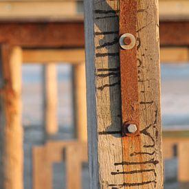 Roest en strandpalen verticaal sur Marit Visser