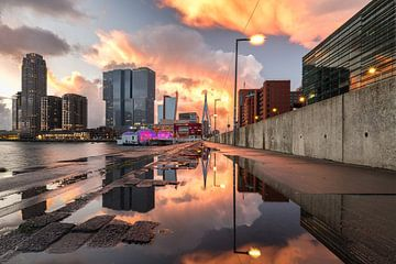 Zonsondergang bij Kop van Zuid (Rotterdam) van Prachtig Rotterdam