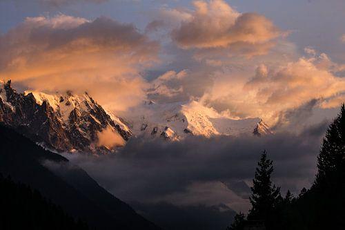 Mont-Blanc dans les nuages von Thomas Bekker
