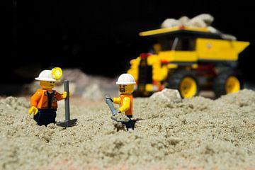 Lego-grondwerkers van Leonard Boshuizen