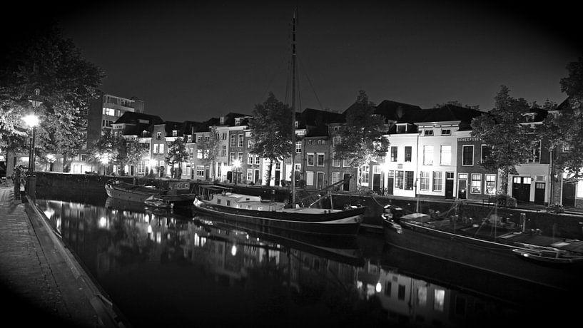 De Brede Haven van Den Bosch - 's-Hertogenbosch bij nacht, in zwart-wit van Jasper van de Gein Photography