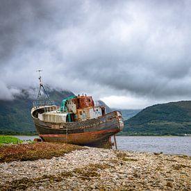 Verlaten schip bij Fort William, Schotland van Pascal Raymond Dorland