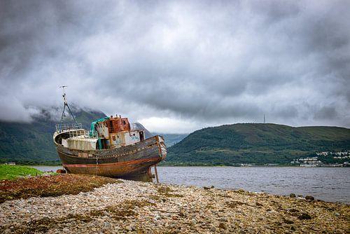 Verlaten schip bij Fort William, Schotland van