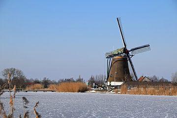 Niederländische Landschaft mit einer Mühle im Winter von Robin Verhoef