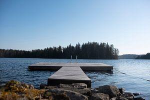 steiger in het meer van