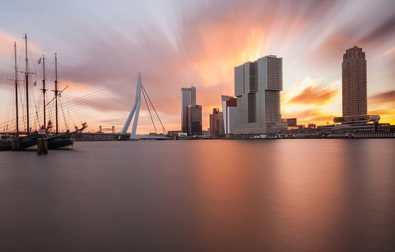 explosive sunrise at rotterdam skyline II van Ilya Korzelius