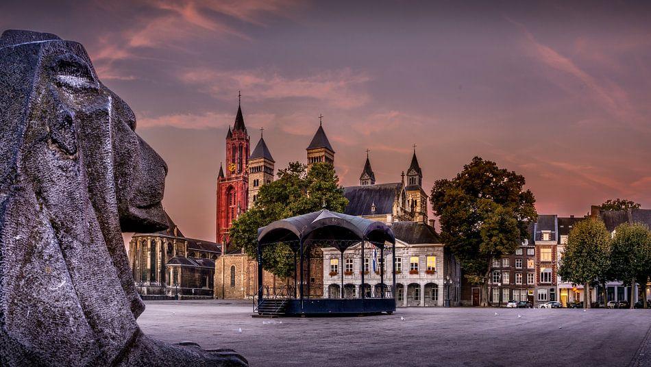 Vrijthof Maastricht tijdens zonsopkomst