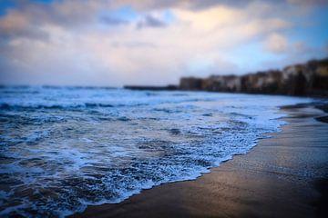 Een bewolkte dag aan zee van Andreas Kilian