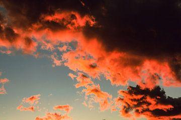 Rote Wolken van Martn Bondzio