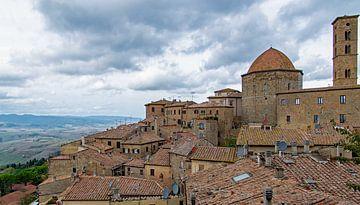 Blick über die Stadt Volterra, Italien von Discover Dutch Nature