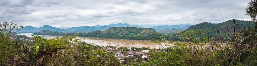 Panorama van de Mekong rivier, Laos van Rietje Bulthuis