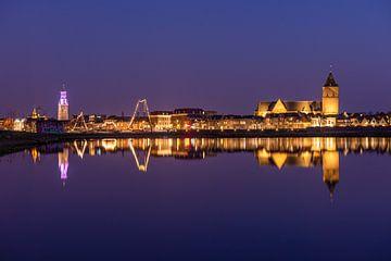 Stadsfront Kampen in de avond van Fotografie Ronald