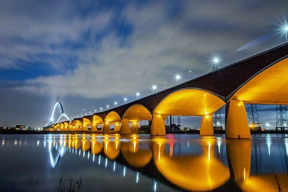 Nijmegen by night. De Oversteek