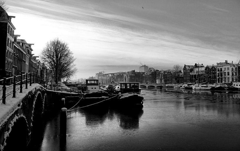 Amsterdam Amstel in de winter. van Frank de Ridder