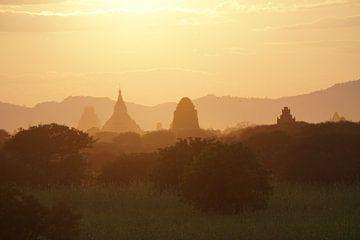 Zonsondergang Bagan van Johannes Grandmontagne
