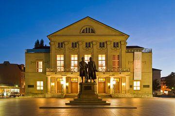 Duits Nationaal Theater in Weimar in de avonduren van