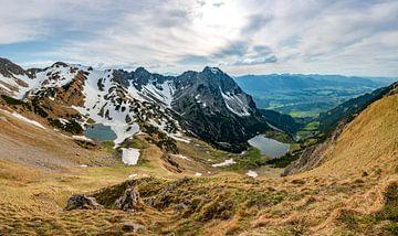 Uitzicht op de bovenste en onderste Gaisalpsee en de Rubihorn van Leo Schindzielorz