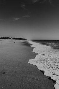 Wellen am Strand von Faro, Portugal von Manon Visser